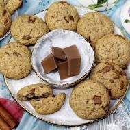 Cynamonowe ciasteczka z kaszą manną i czekoladą