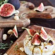 Pieczony camembert z figami