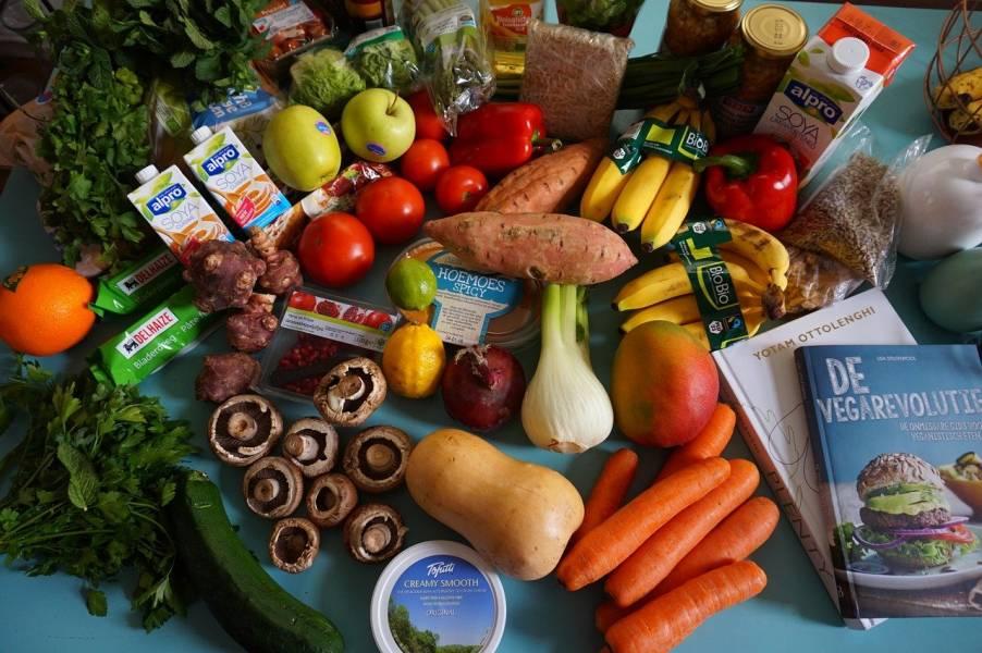 """Smakują jak """"prawdziwe"""" – zamienniki nie tylko dla wegan"""