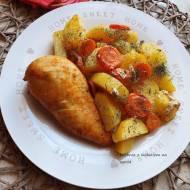 Piersi z kurczaka pieczone w rękawie z ziemniakami i marchewką