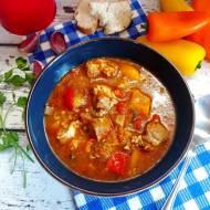 Zupa gulaszowa na karkówce z kaszą