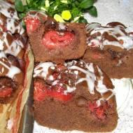 łatwe, szybkie ciasto kakaowe z truskawkami...