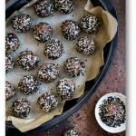 Żytnie ciasteczka z sezamową pastą tahini i kawałkami czekolady
