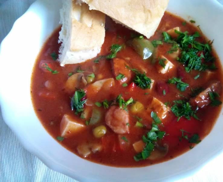 Zupa gulaszowa z kiełbasą