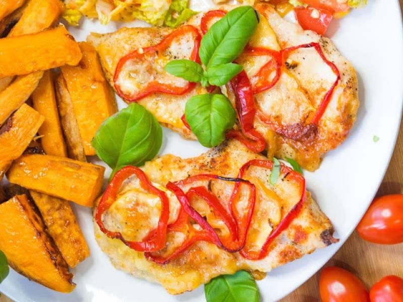 Filety pieczone z serem camembert i papryką