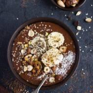Czekoladowo-bananowe smoothie bowl