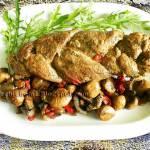 Warkocze z polędwiczek wieprzowych pieczone z pieczarkami i papryką