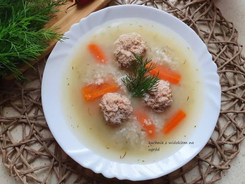 Zupa ryżanka z klopsikami z indyka