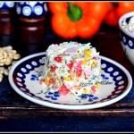 Sałatka ryżowa z szynką i orzeszkami