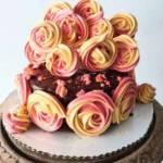 Tort czekoladowy z frużeliną porzeczkową