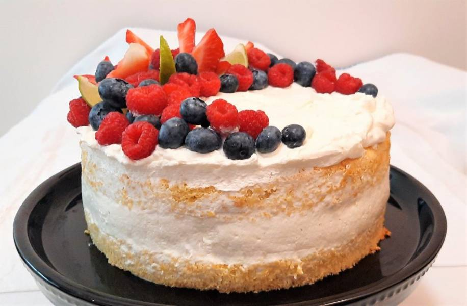 Tort cytrynowy z owocami