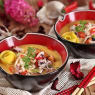 Zupa z mango batatów i owoców morza