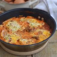 Szakszuka z pomidorami i pieczarkami