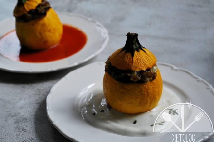 Cukinie faszerowane soczewicą i dwoma serami: fetą i mozzarellą