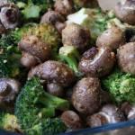 Pieczony brokuł z pieczarkami