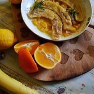Smażone banany z cynamonem i pomarańczami.