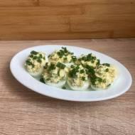 Jajka faszerowane rzodkiewką i ogórkiem konserwowym