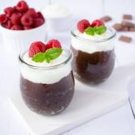 Czekoladowy pudding chia z kremem jogurtowo-kokosowym