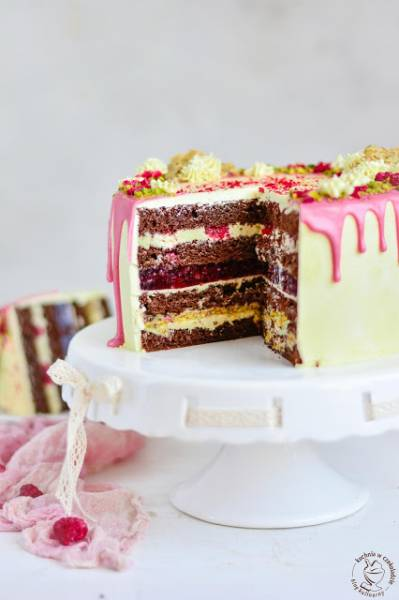 Tort kakaowy pistacjowo-malinowy