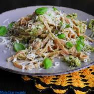 Botwinkowy makaron z pastą brokułowo - orzechową