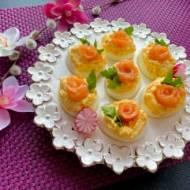 Wielkanocne jajeczka z łososiem
