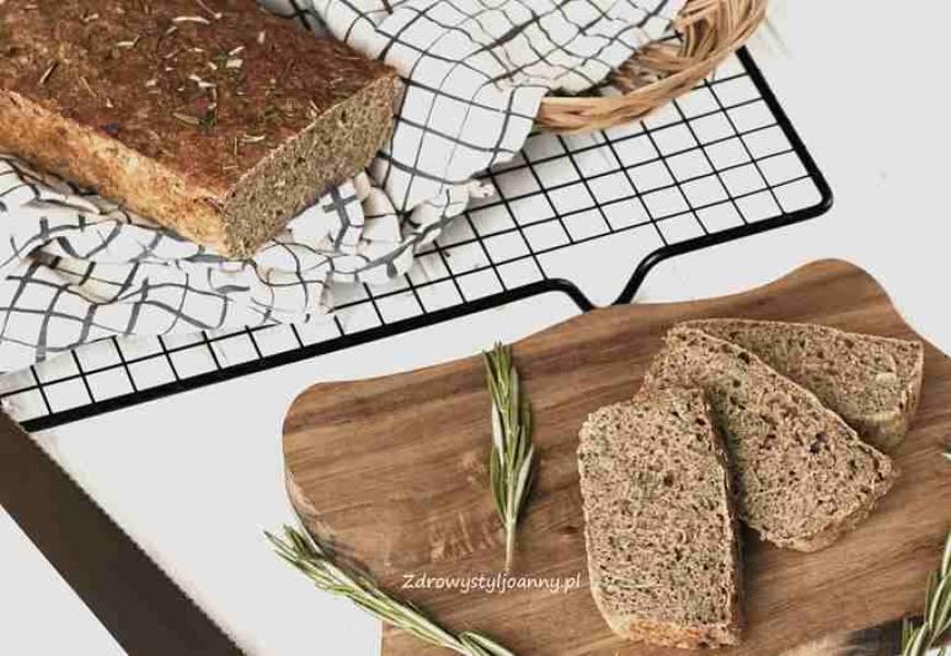 Chleb rozmarynowy z czosnkiem.