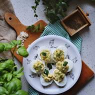 Jajka faszerowane migdałami i mnóstwem ziół
