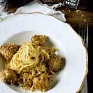 Klopsiki ze spaghetti w sosie śmietanowym