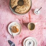 Miodowa babka z jabłkami i kruszonką – miodowy jabłecznik