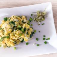 Zdrowa jajecznica ze szpinakiem