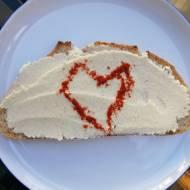 Chorwacja - Wegański smalec z fasoli na chlebie z suszoną papryką (Kruh, mast i paprika)