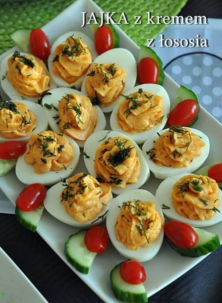 Jajka z kremem z łososia