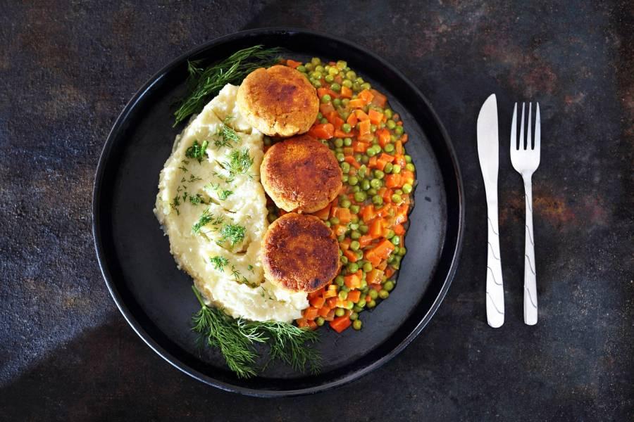 Jaki dodatek do obiadu wybrać – marchewka z groszkiem czy może fasolka szparagowa?