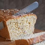 Chleb orkiszowy z płatkami owsianymi i ziarnami na drożdżach