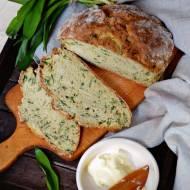 Irlandzki chleb sodowy z czosnkiem niedźwiedzim
