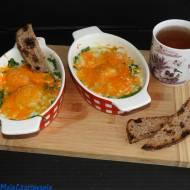 Jajka cocotte ze szpinakiem i szalotką