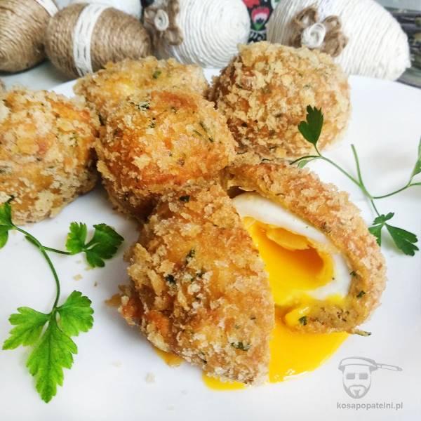 Jajka po szkocku w panierce chlebowej z łososiem