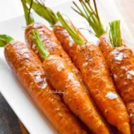 Pieczona młoda marchewka