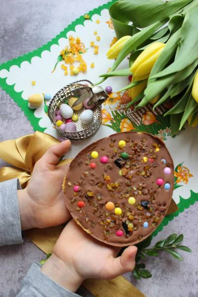 Wielkanocne czekoladowe jajko a la mazurek