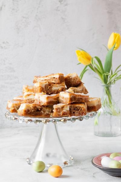 Dwa ciasta w jednym – sernik marmurkowy na spodzie marchewkowym