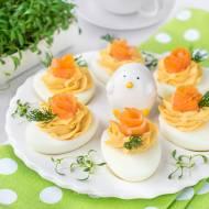 Jajka faszerowane pastą z wędzonego łososia