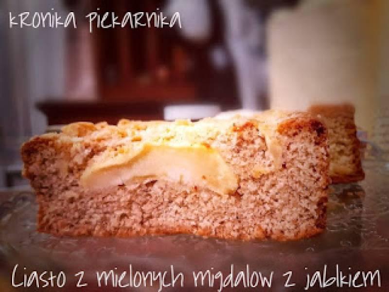 Ciasto z mielonych migdałów z jabłkiem