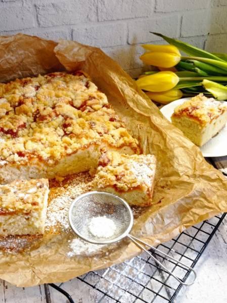 Proste ciasto ucierane z owocami i kruszonką
