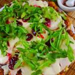 Pizza chlebowa z patelni – sposób na pozbycie się resztek z lodówki