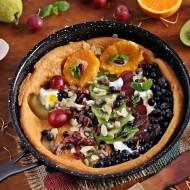 Omlet pieczony z owocami i bakaliami