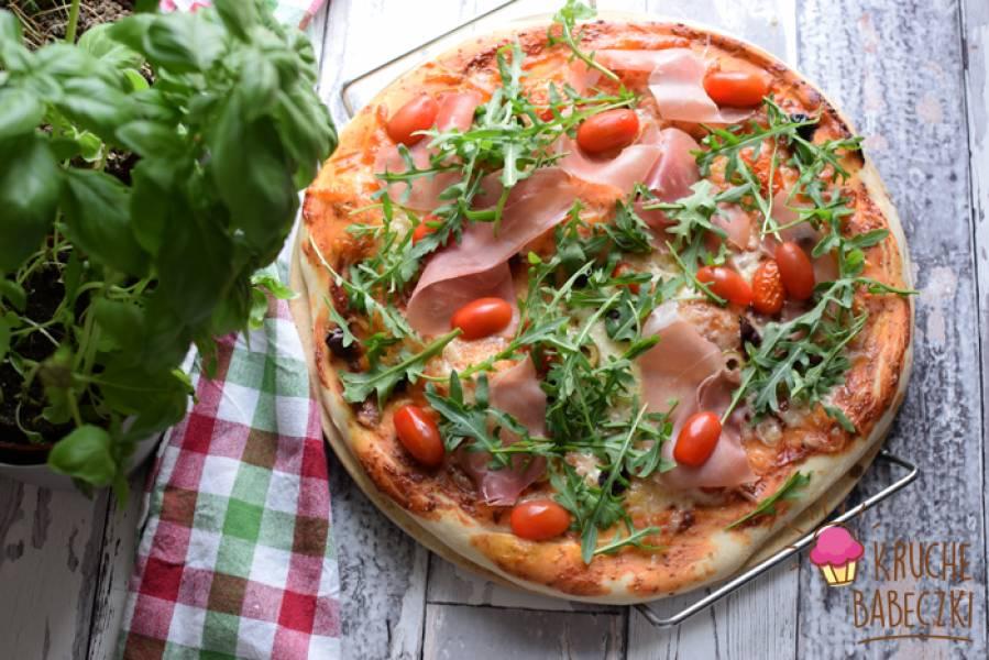 Pizza z prosciutto i rukolą