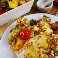 Faszerowana pierś z kurczaka zapiekana z warzywami – przepis na obiad
