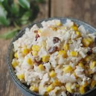 Sałatka z gotowanym kurczakiem, kukurydzą i selerem naciowym