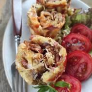 Roller z kiszoną kapustą, pieczarkami, kiełbaską i serem