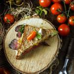 Kanapka z domowym pieczonym rostbefem